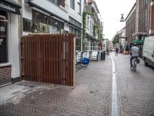Schutting tussen cafés Voorstraat Zwolle zet kwaad bloed