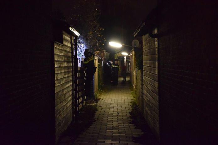 Politie doet onderzoek na een inbraak bij een woning aan de Wilhelminaweg
