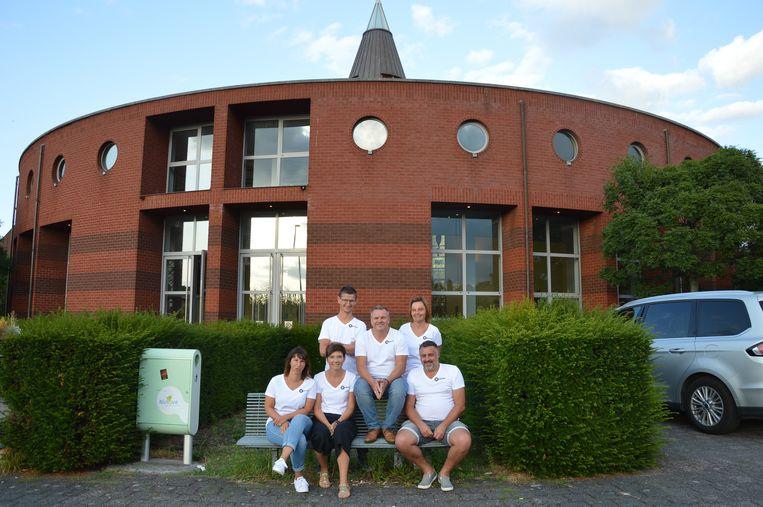 De nieuwe vereniging 'Kontent' aan buurthuis 'Berdam', de voormalige Sint-Theresiakerk, in Ninove.