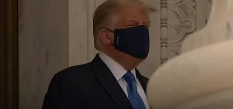 """Donald Trump accueilli par des huées et des """"Mettez-le dehors!"""""""