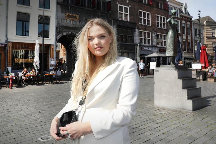 Isadee Jansen uit Nijmegen heeft modellenprogramma Curvy Supermodel gewonnen.