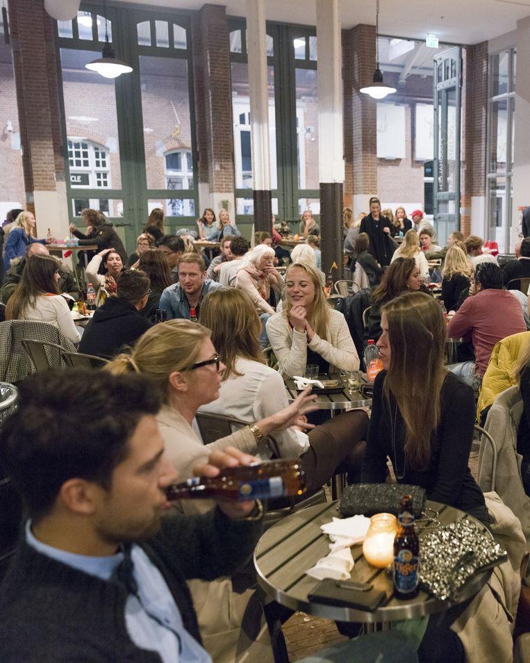 De Foodhallen in Amsterdam. Beeld Ivo van der Bent