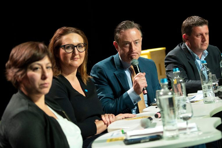 De partijvoorzitters Meyrem Almaci (Groen), Gwendolyn Rutten (Open Vld), Bart De Wever (N-VA) en John Crombez (sp.a).