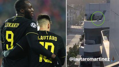 """Een echte 'bromance'. Romelu Lukaku wuift vanop balkon naar buurman Lautaro Martínez: """"Lauty!"""""""