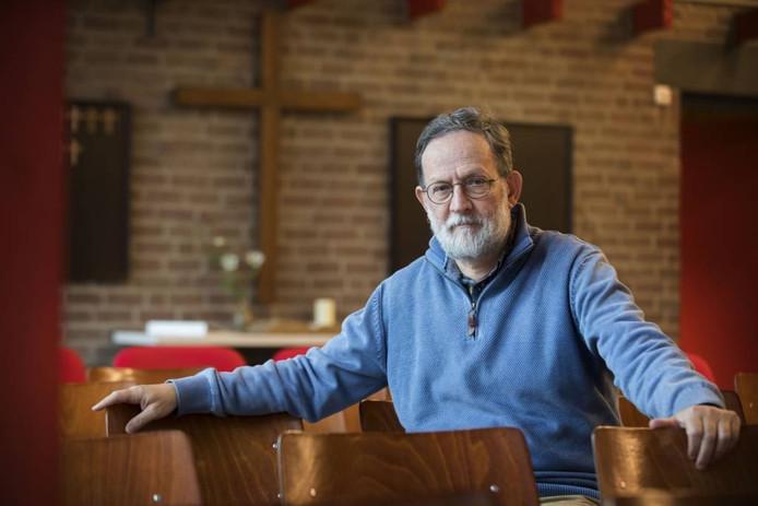 Dick van Bart is de voorganger van de Noachkerk in de Schelfhorst, die 40 jaar bestaat.