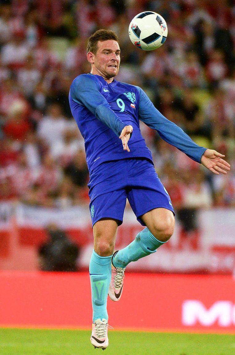 Vincent Janssen in actie voor Oranje tijdens het oefenduel met Engeland op 29 maart 2016. Beeld null