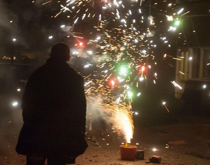 In de Middelburgse wijken Dauwendaele en Zuid komen microfoons die precies meten wanneer en waar illegaal vuurwerk wordt afgestoken. Agenten en opsporingsambtenaren kunnen dan heel snel op de goede plek zijn om mensen te betrappen en overlast aan te pakken.