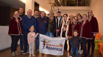 """Carnaval Assenede heeft eigen vlag: """"Tonen dat carnaval door onze aderen stroomt"""""""