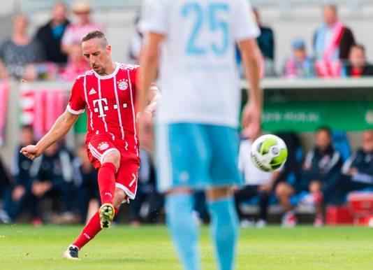 Ribéry schiet de vrije trap binnen.