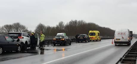 Vier auto's botsen op elkaar op A35 tussen Enschede en Delden