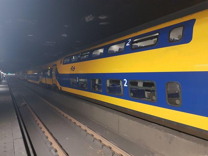 De trein met daarin 250 passagiers strandde in de Schipholtunnel.