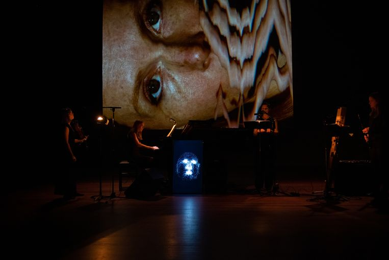 Face van Yannis Kyriakides door Electra.  Beeld Rob Hogeslag