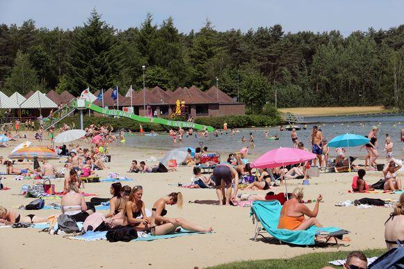 Veel volk op De Lilse Bergen tijdens het eerste zomerweekend.