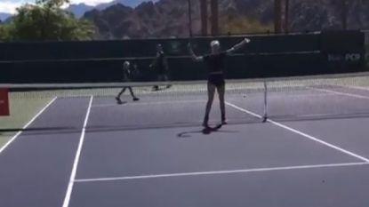 VIDEO. 8-jarige laat tennisdiva 'Genie' Bouchard met blozende wangen achter op het tennisveld