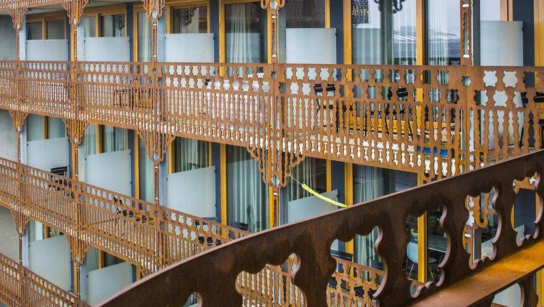 De karakteristieke balustrade van het complex NorthOrleans ziet er nu al verweerd uit Beeld Floris Lok
