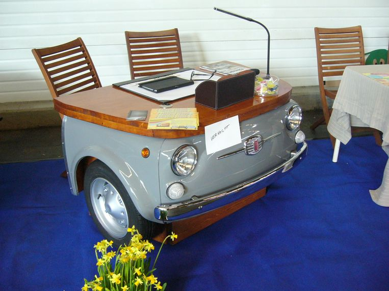 in hip bureau en coole fauteuil eric tovert je oude wagen. Black Bedroom Furniture Sets. Home Design Ideas