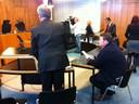 Willy Selten (zittend) in de rechtbank tijdens een eerder kort geding.