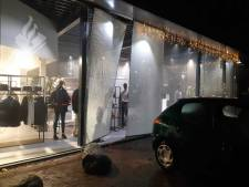 Winkel in Borne slachtoffer van ramkraak: kleding buitgemaakt en veel schade
