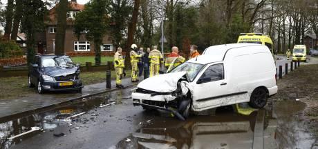 Gewonden bij botsing tussen auto en aangepast voertuig op Oenerweg in Epe
