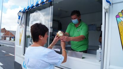 Bewoners Oostrozebekestraat beloond met ijsjes en aarbeien voor hun geduld