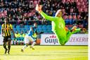 Jürgen Locadia maakt een van zijn treffers tegen Vitesse.