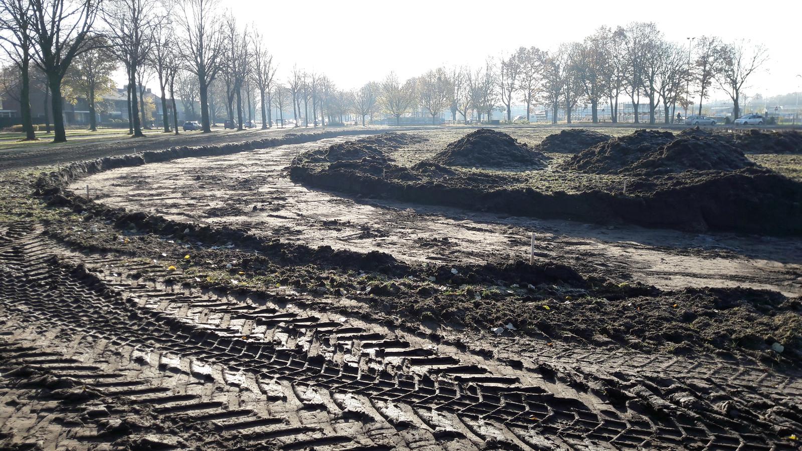 Aan de Parkweg is een begin gemaakt met de aanleg van de skeelerbaan.