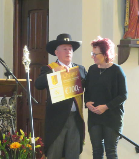 100 euro van Sint Antoniusgilde voor  100-jarige muziekvereniging Sint Cecilia in Sint Anthonis