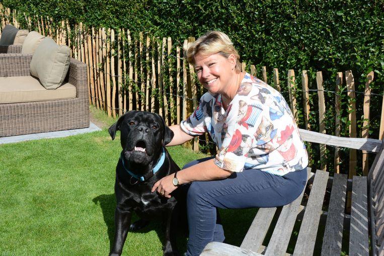 Sylvia met haar hond Fausto.