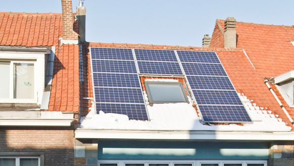 De taks dient om de historische schuldenberg van groenestroomcertificaten voor zonnepanelen en windmolens aan te pakken.