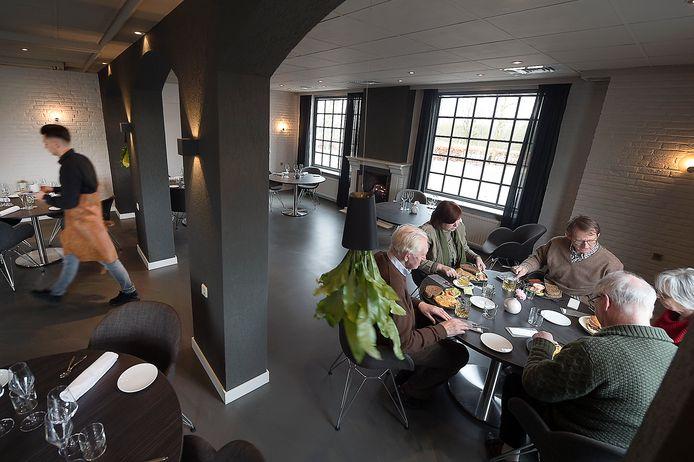 Eten in Restaurant Rijnzicht in Doornenburg.