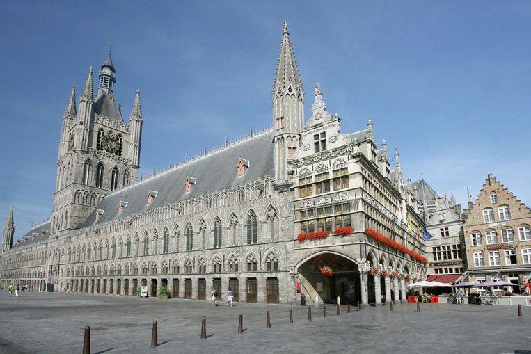 De Vlaamse regering geeft 600.000 euro subsidies voor de restauratie van de Lakenhalle. In het gebouw opent volgend jaar al Yper Museum.