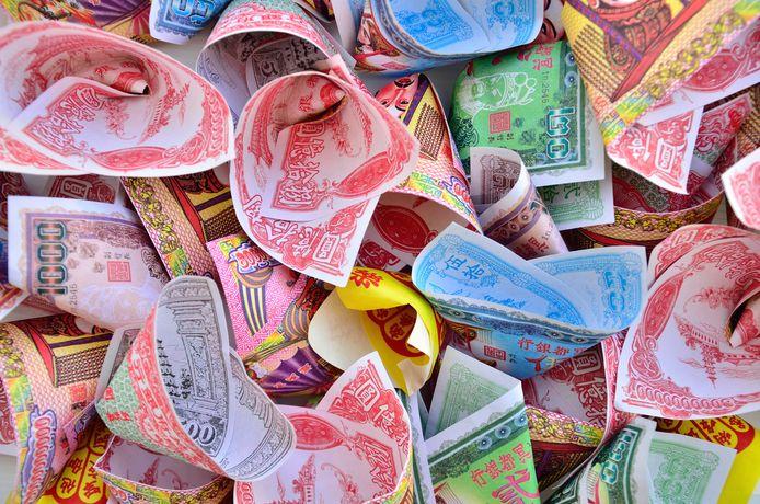 Het jongetje had zogeheten Chinees dodengeld op zak, dat wordt gebruikt bij een begrafenisritueel.