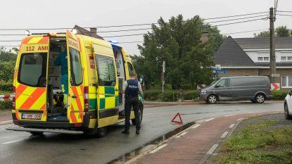 Twee gewonden bij aanrijding in bocht in Kwakkelstraat