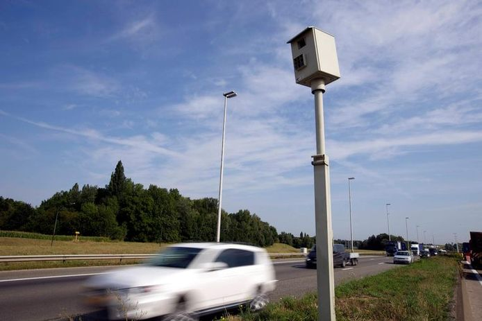 Een flitspaal in België.