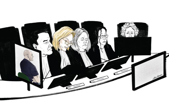 In het midden in kleur, de voorzitter van het gerechtshof, Jolanda Platschorre.