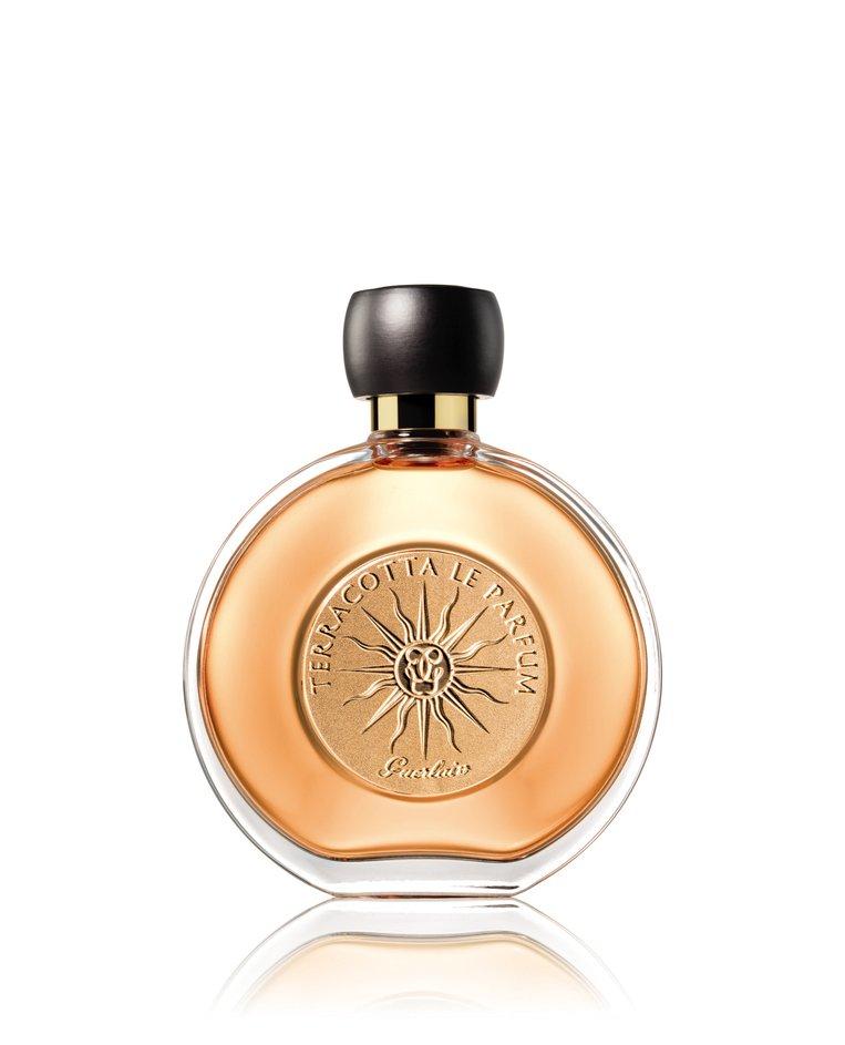 De geur van het iconische zonnepoeder met ylang-ylang en oranjebloesem. Terracotta le parfum van Guerlain € 64,90 bij Ici Paris XL