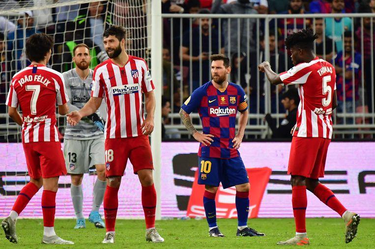 FC Barcelona en Messi gaven een 2-1-voorsprong tegen Atlético donderdag uit handen in de halve finale van de Spaanse Supercup in het Arabische Jeddah.
