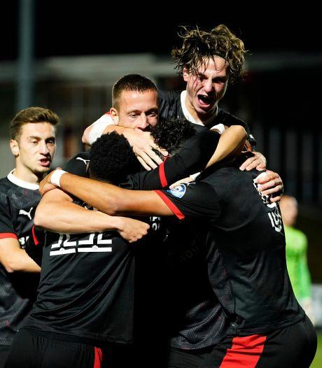 Mees Kreekels vindt zijn plekje bij winnend Jong PSV: 'Het is een heel positieve groep'