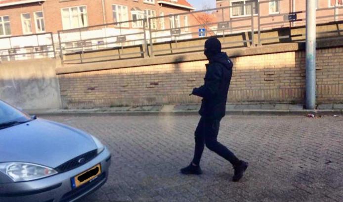 Deze foto maakte iemand tijdens de liquidatie van Frank Kerssens in Eindhoven. De Eindhovenaar zou op dat moment al zijn beschoten, maar iets later vuurde de schutter opnieuw.
