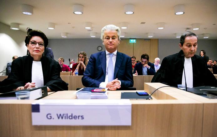 Geert Wilders in de rechtbank van het Justitieel Complex Schiphol voor de hervatting in het proces.