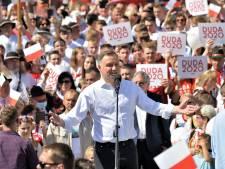 Poolse president wil adoptie door koppels van hetzelfde geslacht verbieden