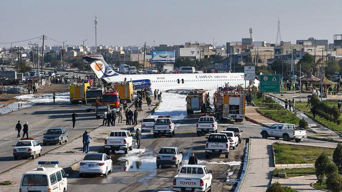 L'appareil de Caspian Airlines, lundi, sur l'autoroute