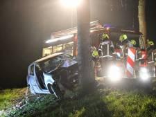 Gewonde automobilist uit auto geknipt bij Kamperland
