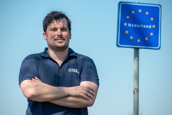 Emiel Garstenveld bij de Nederlandse grens.