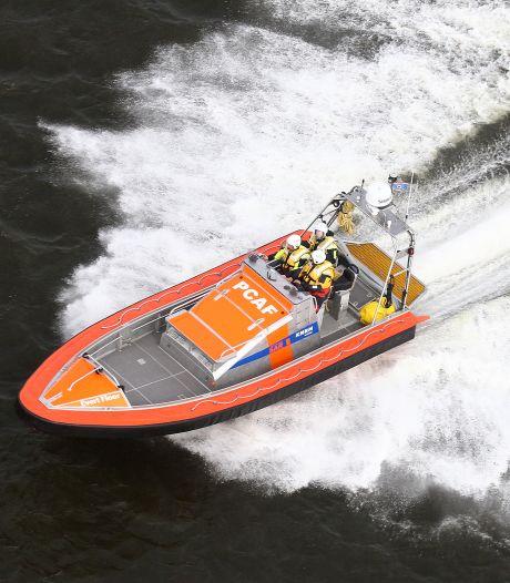 Volgelopen speedboot is nummer 64: jaarrecord KNRM Elburg nu al verbroken