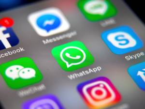 WhatsApp, sous le feu des critiques, tente de rassurer ses utilisateurs