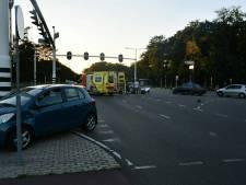 Motorrijdster ernstig gewond bij aanrijding in Enschede