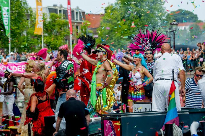 De jaarlijkse Canal Parade is onderdeel van de Amsterdam Gay Pride. Zwolle krijgt ook een parade, maar dan met voertuigen op straat.