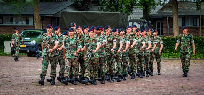 Mariniers tijdens een training op de kazerne in Doorn.