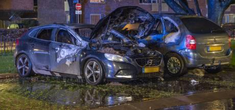 Auto uitgebrand op Jan Steenstraat, bewoners wakker van ontploffingen